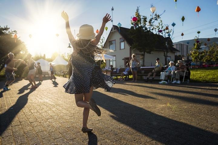 Isla dancing
