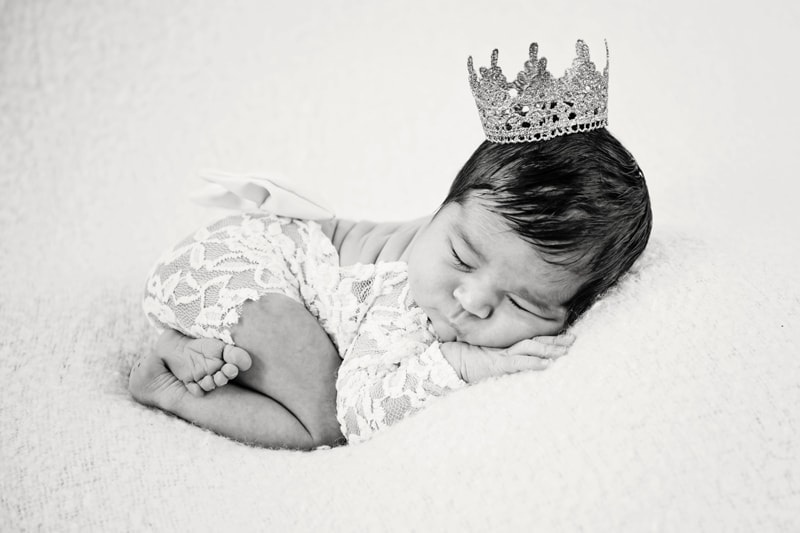 Baby Photography, black and white of baby with crown